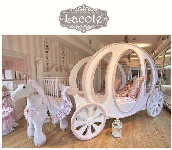 32 Dreamy Bedroom Designs For Your Little Princess: Dream Princess Coach Bed
