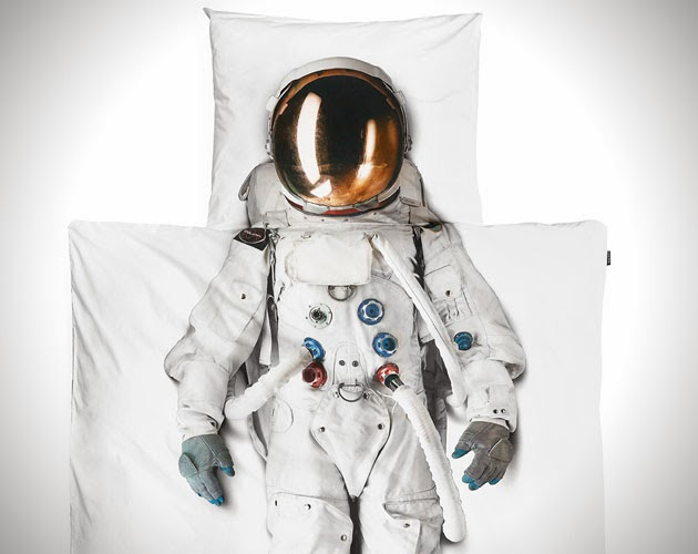 Realistic Astronaut Bed Set Icreatived