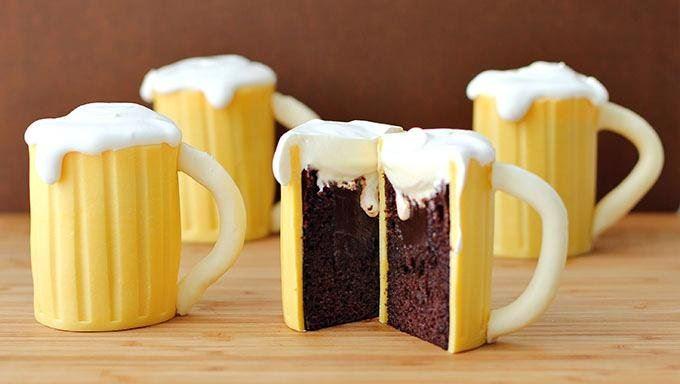 Baileys-Filling-Beer-Mug-Cupcakes-09
