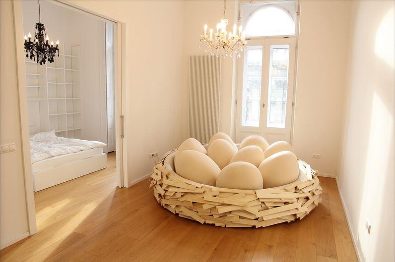 Sleep-at-The-Giant-Bird-Nest-04
