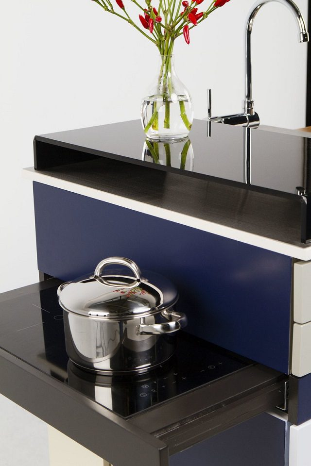 Space-saving Kitchen that has Most of The Thing You Need 4