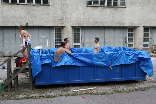 17 Cool Temporary Pools  4