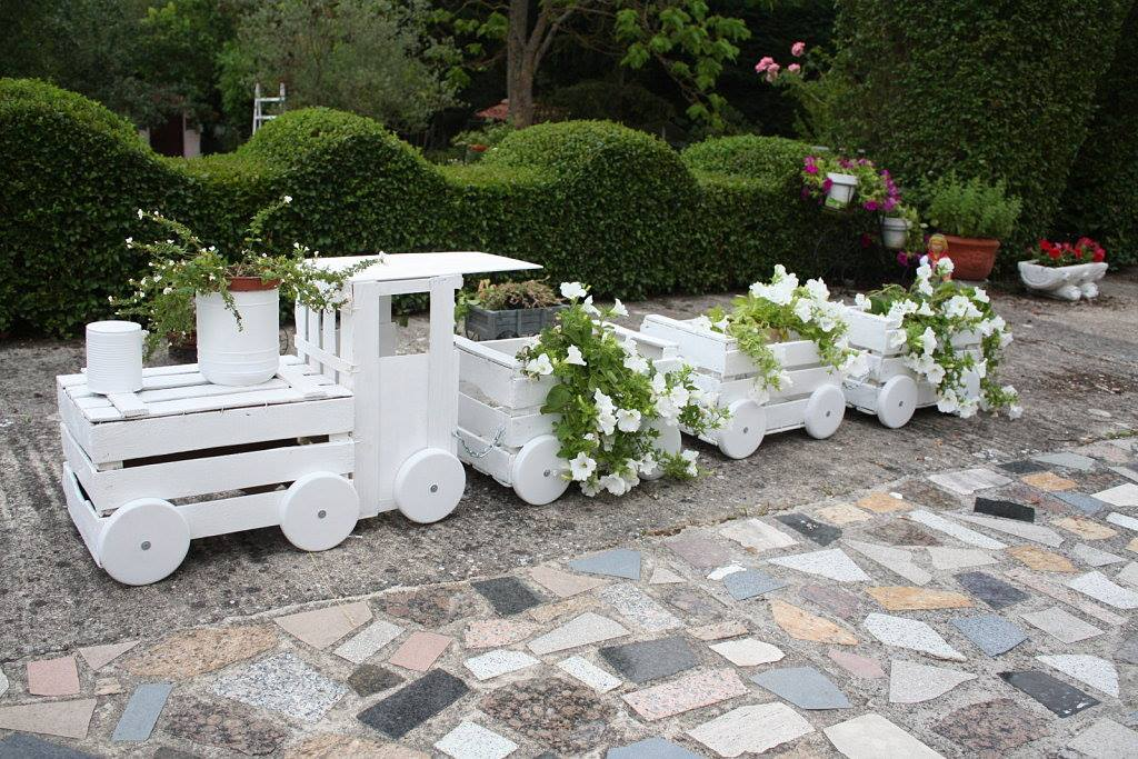 Train like planter created from old crates to adorn your garden ...