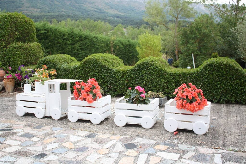 Train Like Planter Made From Old Crates To Adorn Your Garden – Wooden Garden Ornaments Plans
