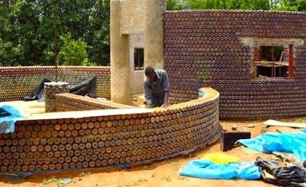 Как построить из пластиковых бутылок дом