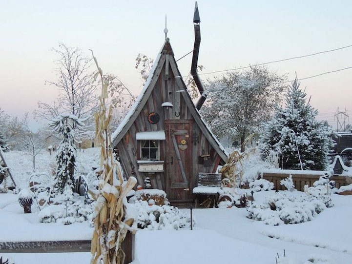 Playful Tiny Homes For Your Own Fairy Land 6