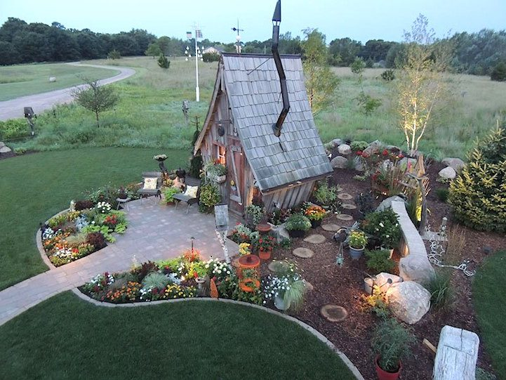 Playful Tiny Homes For Your Own Fairy Land 8