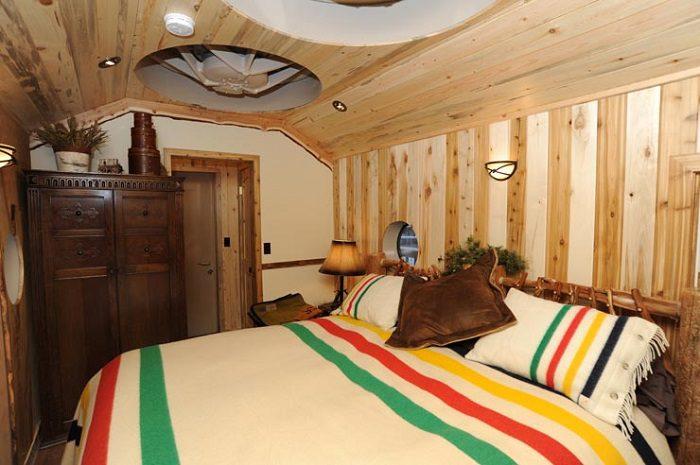 The Glacier National Park Izaak Walton Inn 8