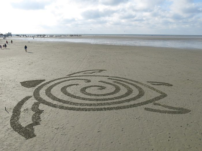 World's First Autonomous Sand Art Robot 4