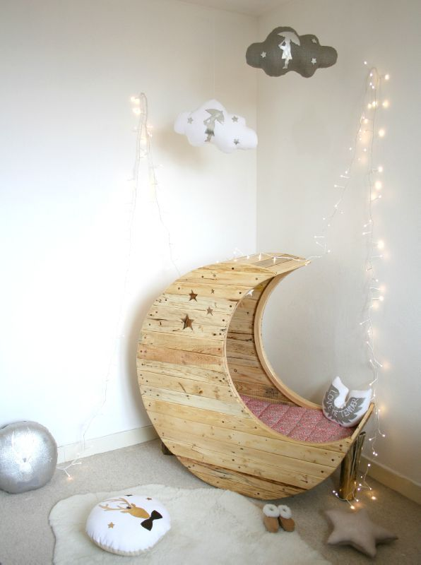 Cozy Baby Crib with Moon Shape 1