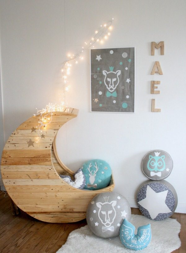 Cozy Baby Crib with Moon Shape 8