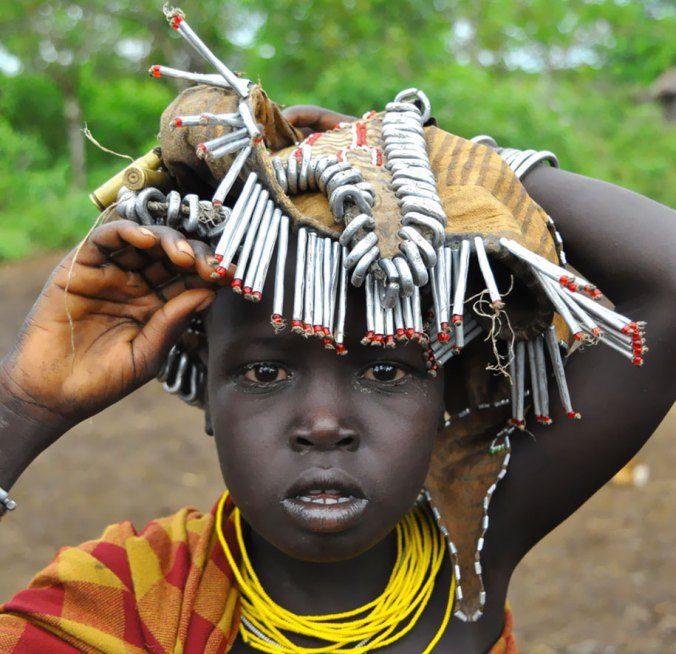Ethiopian Tribe Turns Rubbish Into Beautiful Jewellery 10