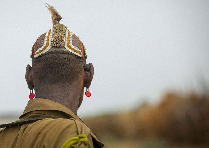 Ethiopian Tribe Turns Rubbish Into Beautiful Jewellery 11