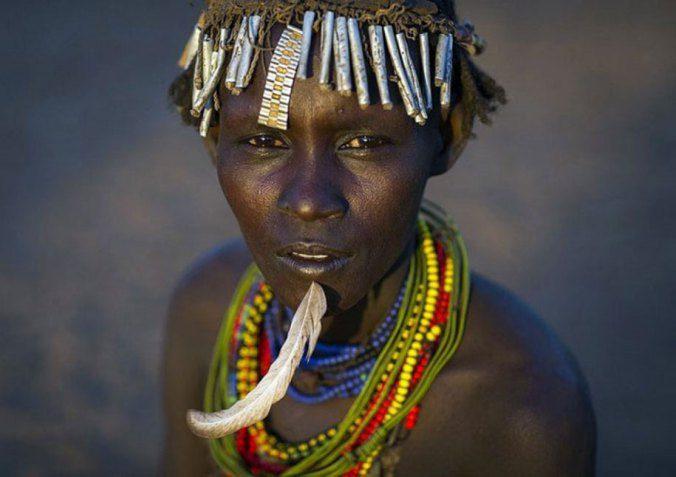Ethiopian Tribe Turns Rubbish Into Beautiful Jewellery 3