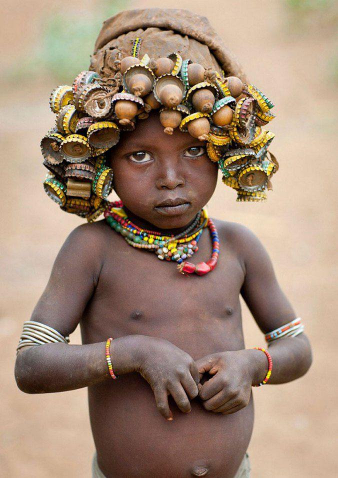Ethiopian Tribe Turns Rubbish Into Beautiful Jewellery 4