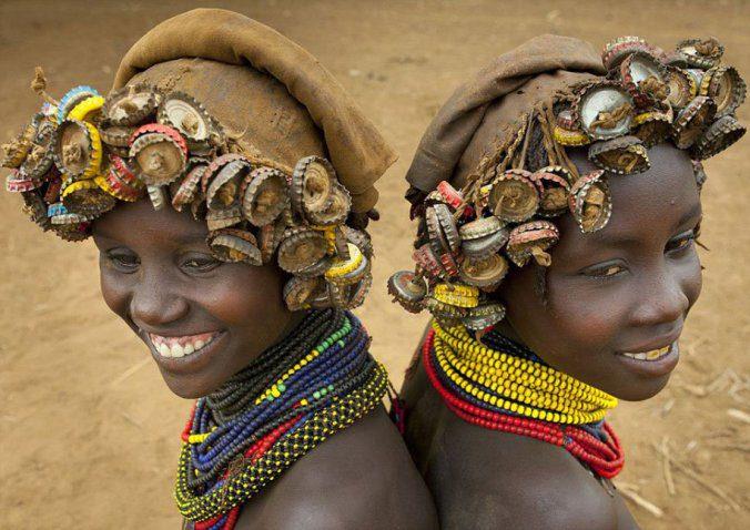 Ethiopian Tribe Turns Rubbish Into Beautiful Jewellery 5