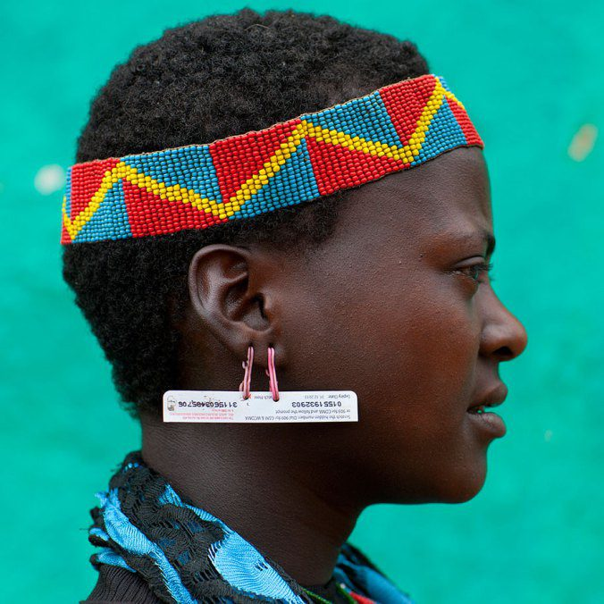 Ethiopian Tribe Turns Rubbish Into Beautiful Jewellery 8