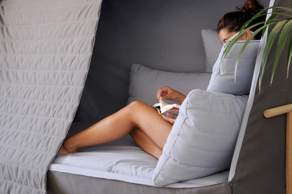 A Sofa That Becomes a Fortress to Let You Sleep in Complete Privacy 2