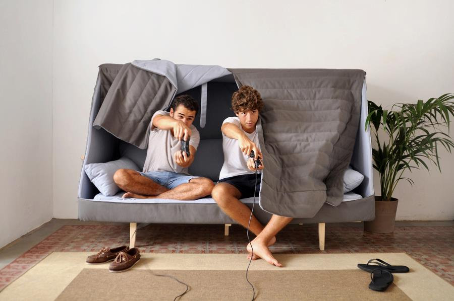 A Sofa That Becomes a Fortress to Let You Sleep in Complete Privacy 3