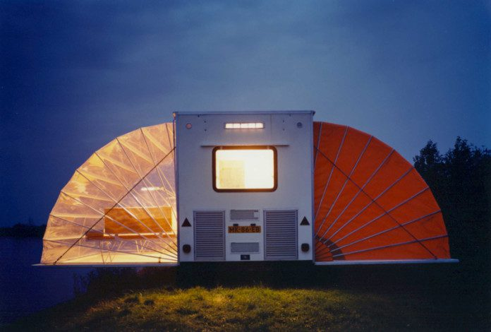 At-First-It-Looks-Like-A-Normal-Camper-But-When-You-Open-It-Up-Wow-696x470