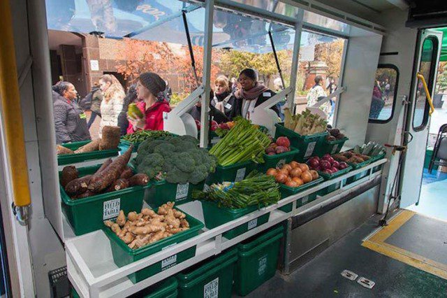 Bus Converted into Mobile Food Market Brings Fresh Produce To Low-Income Neighbourhoods_2