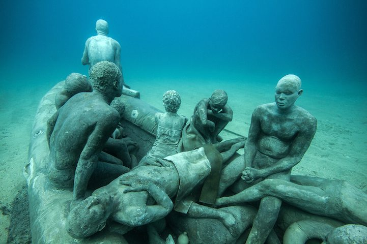 Hyperrealistic Human Sculptures Submerged in Europe's First Underwater Art Museum 3