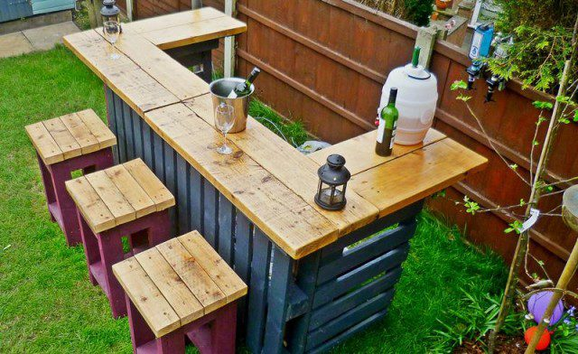DIY Pallets Garden Bar 1