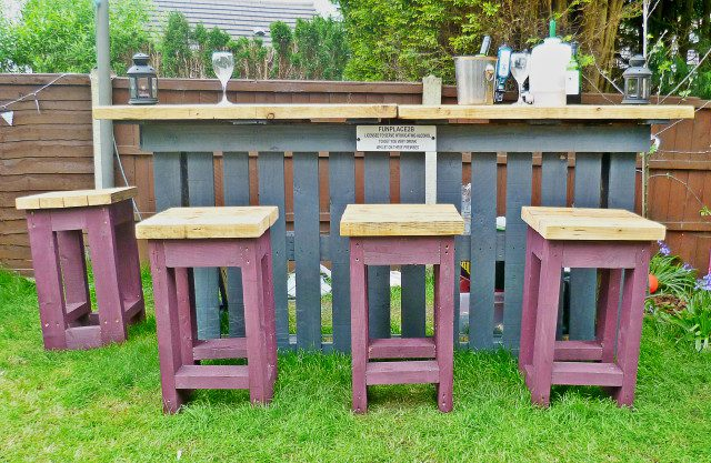DIY Pallets Garden Bar 2