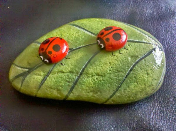 Diy owl stone painting icreatived - Painting rocks for garden what kind of paint ...