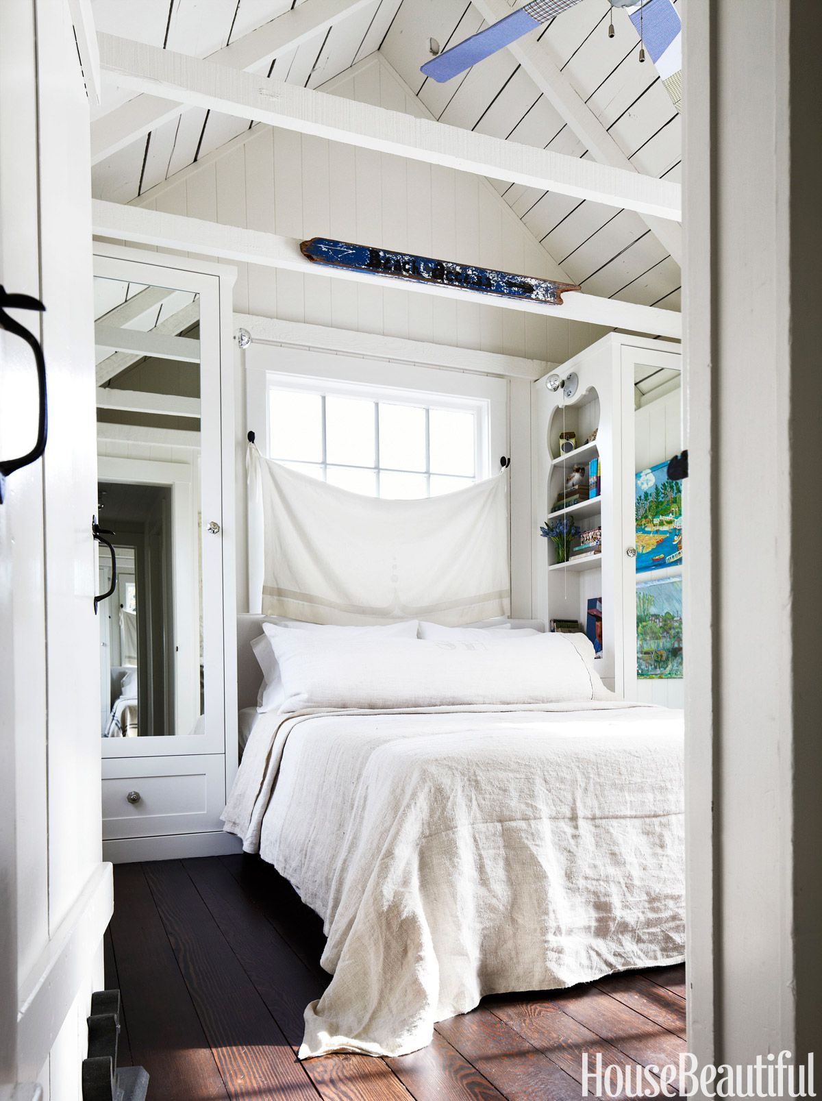 how to decorate a small sized bedroom icreativedInterior Design For A Small Sized Bedroom #9